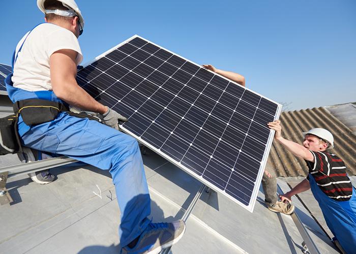Installation-de-panneaux-photovoltaïques