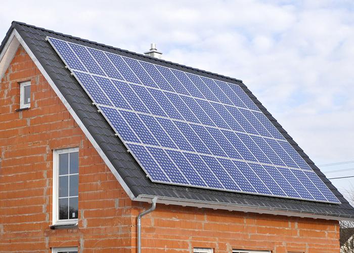 Pose-de-panneaux-solaires-thermiques